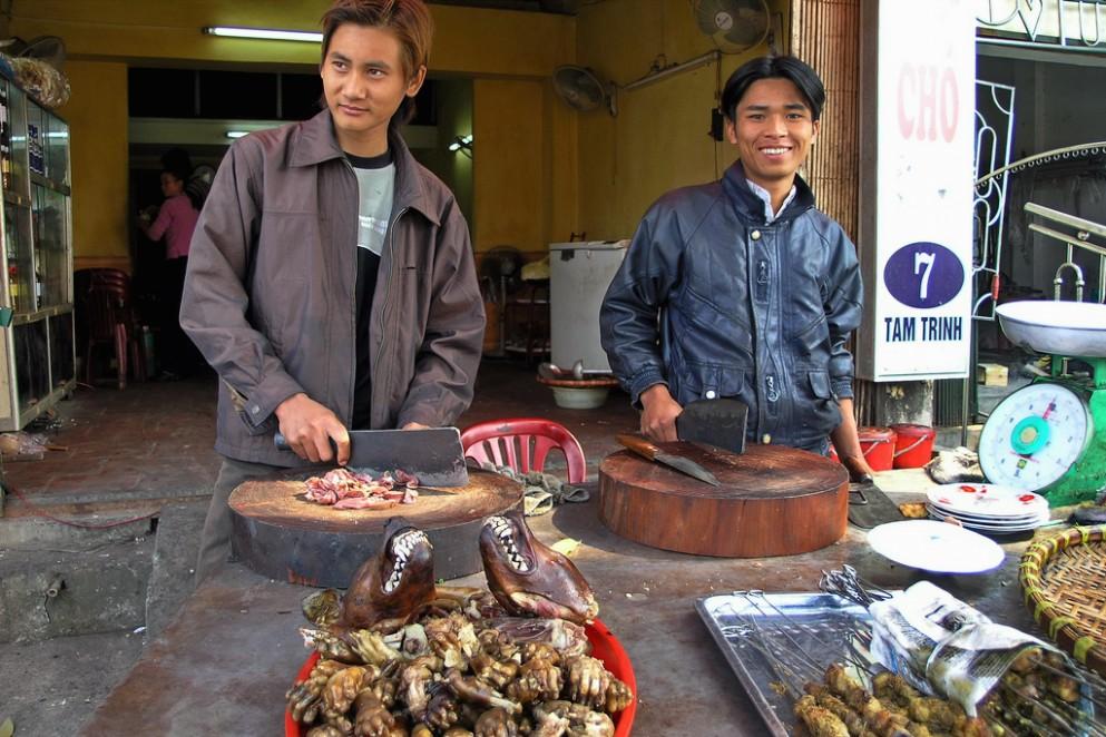 1517668276 Vietnam Hanoi Dog Butcher Speisehundverkufer 12.jpg
